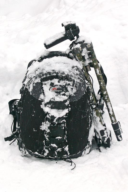 Batoh Lowepro Nature Tracker poskytuje technice dostatečnou ochranu.